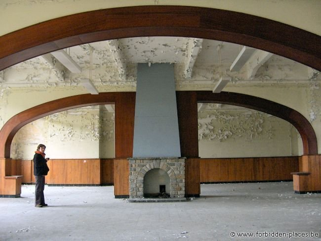 Verviers barracks - (c) Forbidden Places - Sylvain Margaine - The 'ballroom', looks like a ship