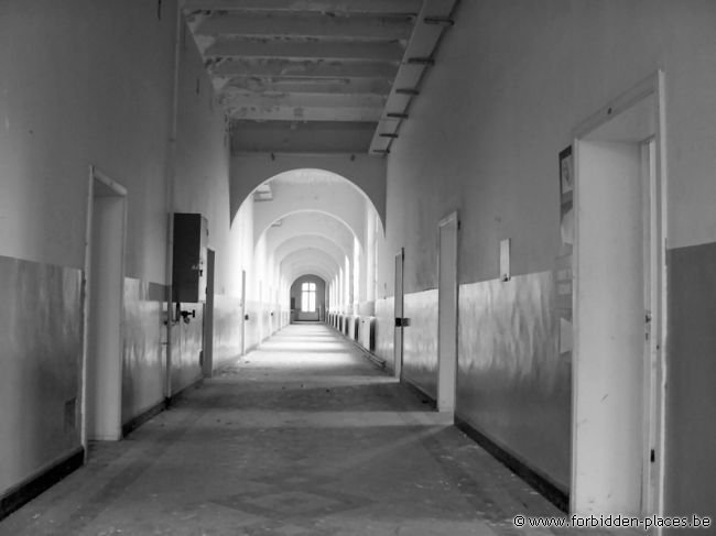 Verviers barracks - (c) Forbidden Places - Sylvain Margaine - One more corridor