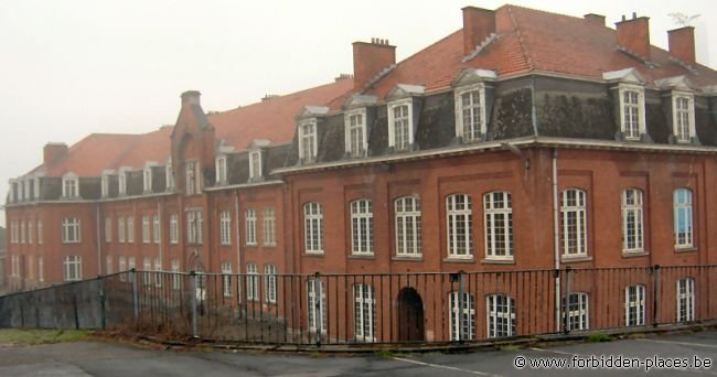 Verviers barracks - (c) Forbidden Places - Sylvain Margaine - Outside, under the rain