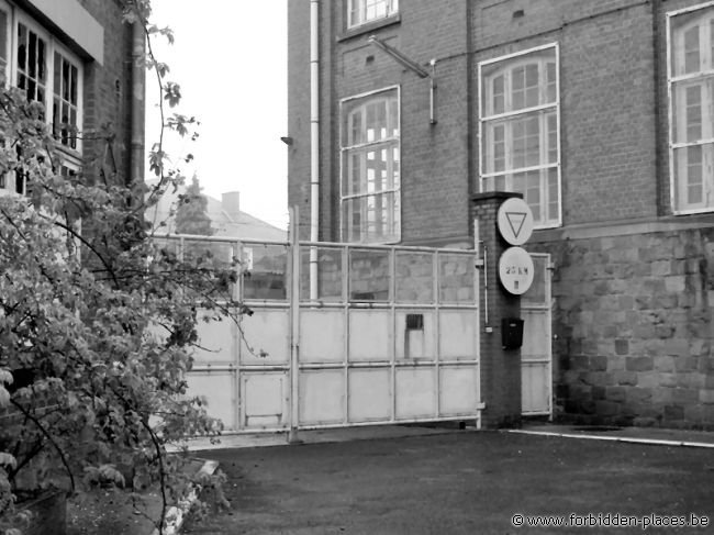 Verviers barracks - (c) Forbidden Places - Sylvain Margaine - The entry. Not that easy to climb
