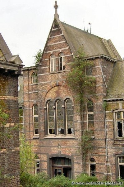 Le Valdor hospital - (c) Forbidden Places - Sylvain Margaine - Chapel, backside view