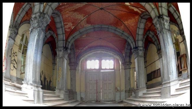 Le Valdor hospital - (c) Forbidden Places - Sylvain Margaine - Main entrance hall