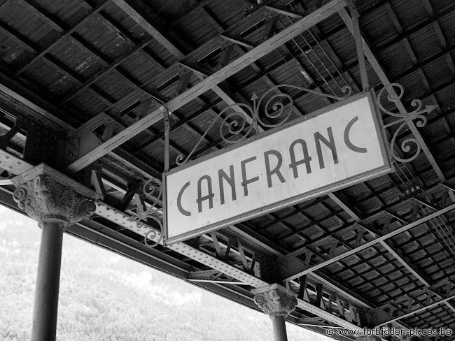 Canfranc railway station - (c) Forbidden Places - Sylvain Margaine - Bienvenido a Canfranc!