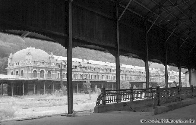 Canfranc railway station - (c) Forbidden Places - Sylvain Margaine - View of the station from the next pier.