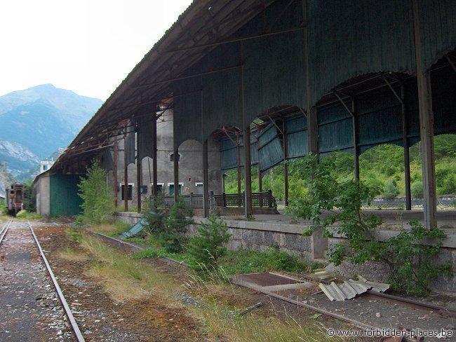 Canfranc railway station - (c) Forbidden Places - Sylvain Margaine - Spanish pier, still in use