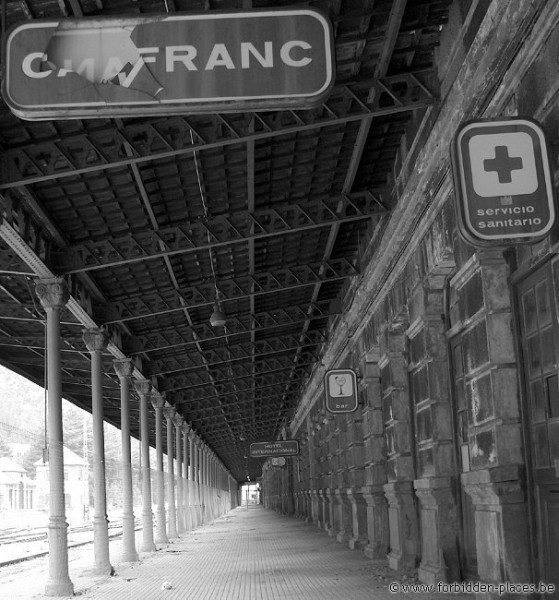 Canfranc railway station - (c) Forbidden Places - Sylvain Margaine - The vestibule...