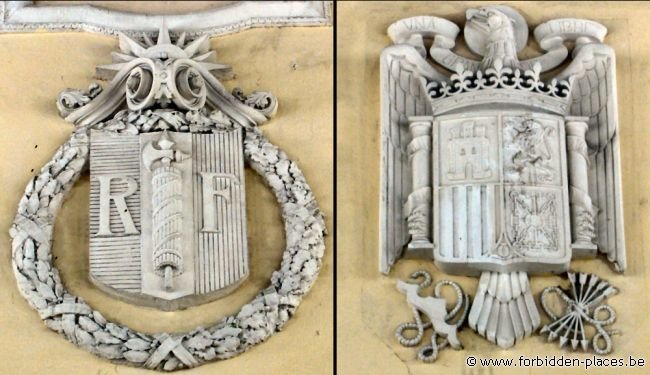 Canfranc railway station - (c) Forbidden Places - Sylvain Margaine - French and Spanish emblems are facing each other in the main hall