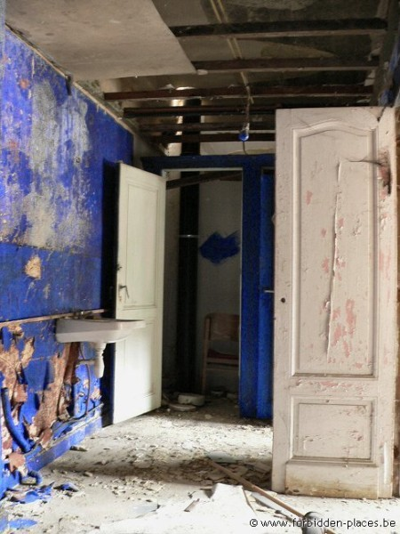 El Cine Teatro Varia - (c) Forbidden Places - Sylvain Margaine - The blue dressing room