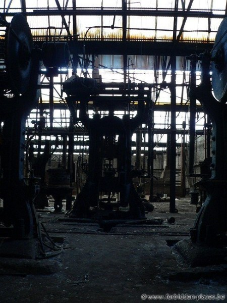 Untighten bolt factory - (c) Forbidden Places - Sylvain Margaine - The creature in the darkness I