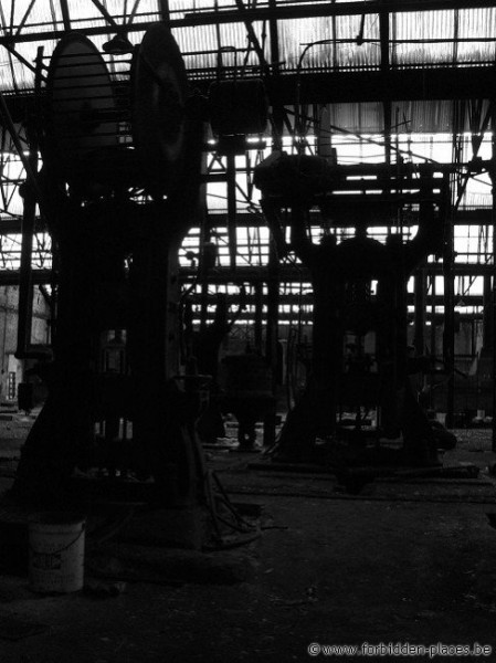 Untighten bolt factory - (c) Forbidden Places - Sylvain Margaine - The creature in the darkness II