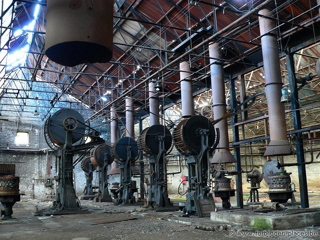 Untighten bolt factory - (c) Forbidden Places - Sylvain Margaine - Rust & colors