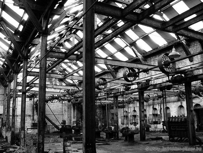 Untighten bolt factory - (c) Forbidden Places - Sylvain Margaine - ...