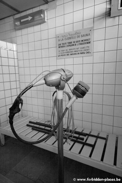 La piscina de la Sauvenière - (c) Forbidden Places - Sylvain Margaine - Sauna's showers with the ultrasound machine
