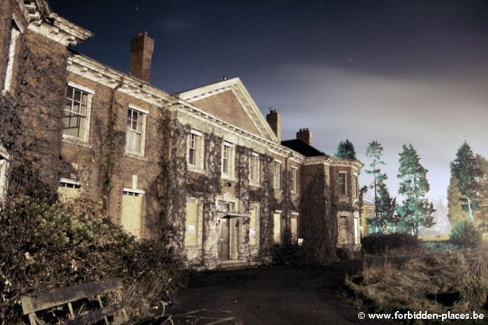 West Park mental hospital - (c) Forbidden Places - Sylvain Margaine - Admin building