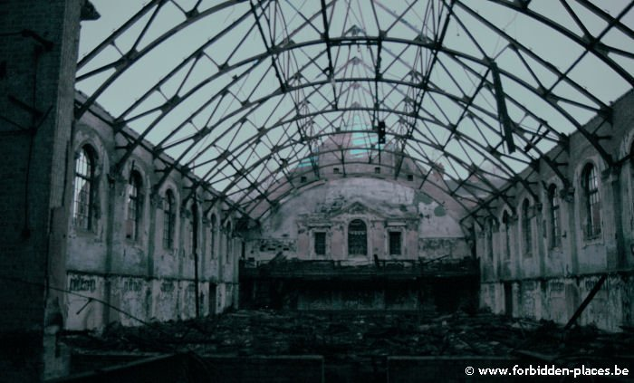 West Park mental hospital - (c) Forbidden Places - Sylvain Margaine - The roof