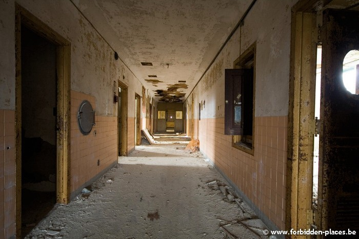 Sea View Children Hospital - (c) Forbidden Places - Sylvain Margaine - Orange corridor