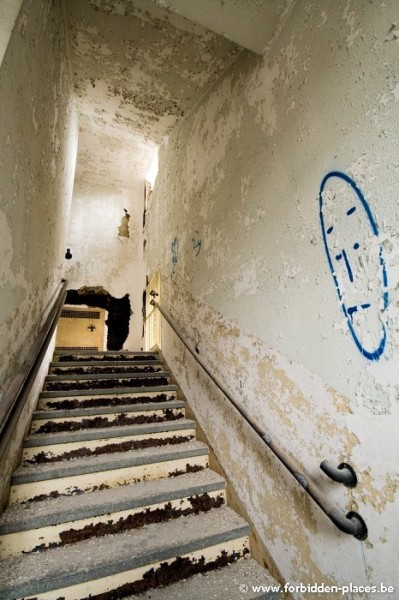 Sea View Children Hospital - (c) Forbidden Places - Sylvain Margaine - Stairs