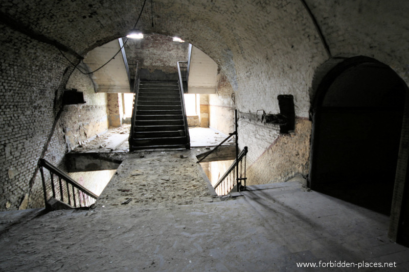 Fort de la Chartreuse, Liège - (c) Forbidden Places - Sylvain Margaine - 2- The stairs included in the massive vault