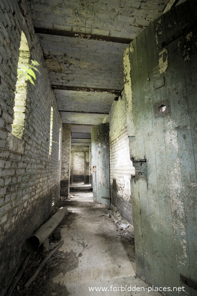 Fort de la Chartreuse, Liège - (c) Forbidden Places - Sylvain Margaine - 15- Hallway leading to the former cells of the fort.