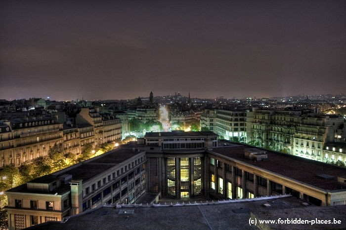 El palacio de Chaillot - (c) Forbidden Places - Sylvain Margaine - Backside view