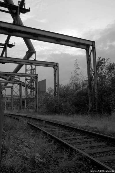 The mysterious steelworks - (c) Forbidden Places - Sylvain Margaine - Rails