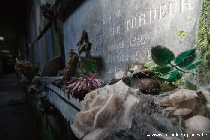 The abandoned crypt - (c) Forbidden Places - Sylvain Margaine - Close-up