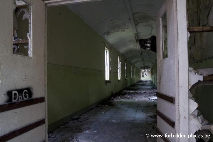 El asilo mental de Hellingly - (c) Forbidden Places - Sylvain Margaine - Corridor linking two buildings