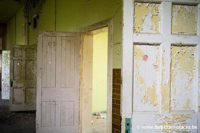 Hellingly hospital (East sussex mental asylum) - (c) Forbidden Places - Sylvain Margaine - Peepholes