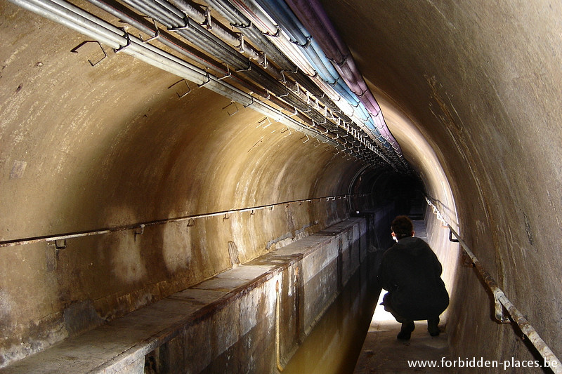 Brussels underground sewers and drains system - (c) Forbidden Places - Sylvain Margaine - Bourse main sewer again