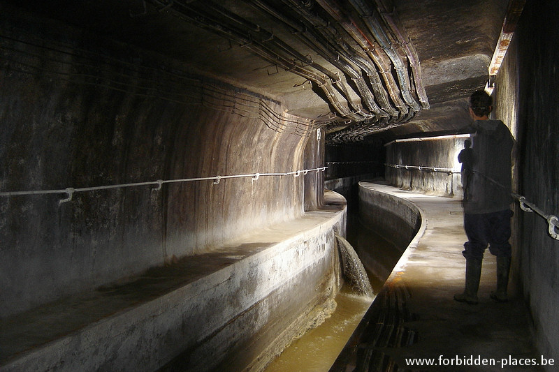 Brussels underground sewers and drains system - (c) Forbidden Places - Sylvain Margaine - Discharge machines to a huge basin just below.