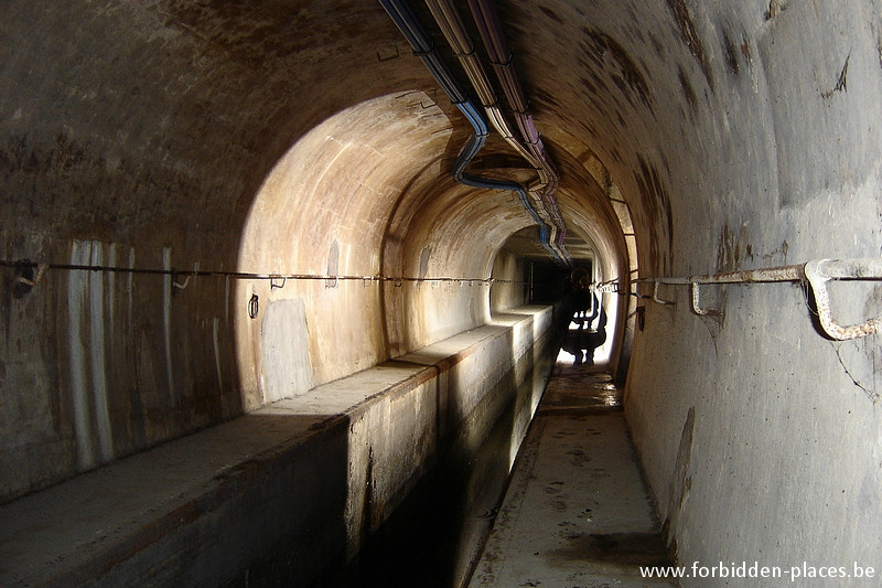 Brussels underground sewers and drains system - (c) Forbidden Places - Sylvain Margaine - End of the main sewer, left side of the river Senne