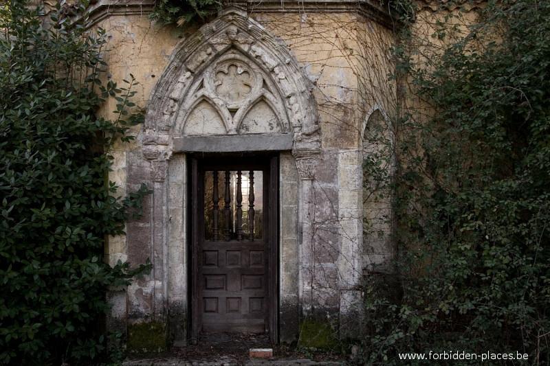 Le ch teau bijou c forbidden places sylvain margaine 3 porte de la chapelle - Le five porte de la chapelle ...