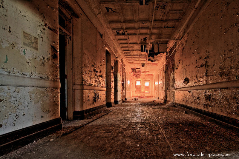 Hudson River State Hospital - (c) Forbidden Places - Sylvain Margaine - 2 - Hall