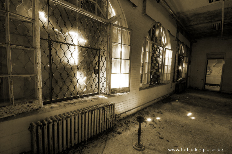 Hudson River State Hospital - (c) Forbidden Places - Sylvain Margaine - 3 - Smoking room
