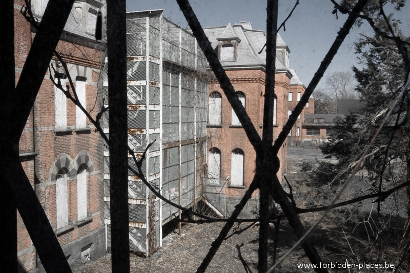 Hudson River State Hospital - (c) Forbidden Places - Sylvain Margaine - 4 - Wanna escape?