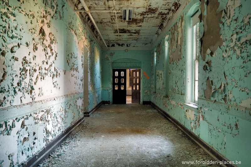 Hudson River State Hospital - (c) Forbidden Places - Sylvain Margaine - 7 - The green hall