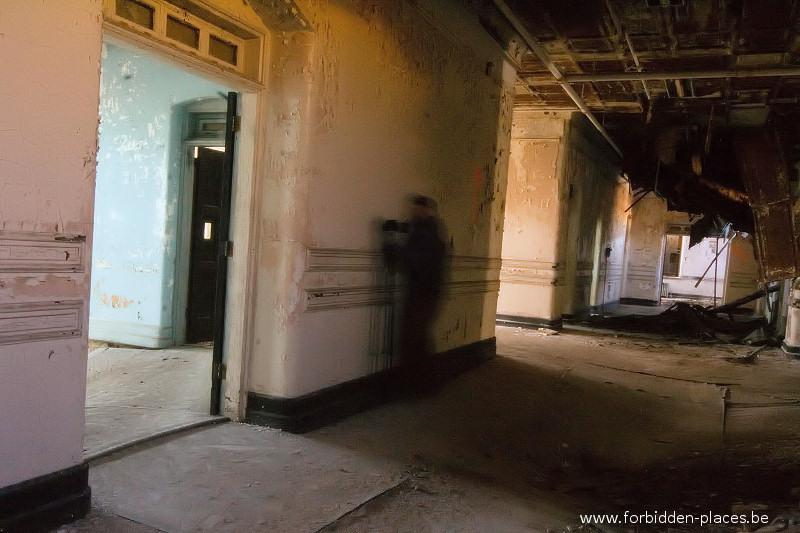 Hudson River State Hospital - (c) Forbidden Places - Sylvain Margaine - 20 -Trying to avoid the collapse