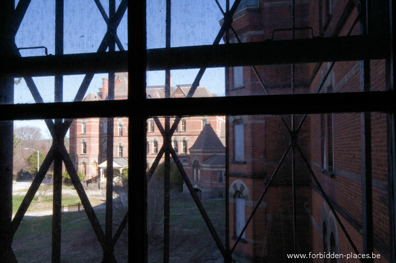 Hudson River State Hospital - (c) Forbidden Places - Sylvain Margaine - 23 - The admin building