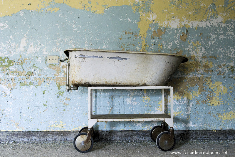 New Jersey State Hospital for the Insane - (c) Forbidden Places - Sylvain Margaine - 3- The bathtub.