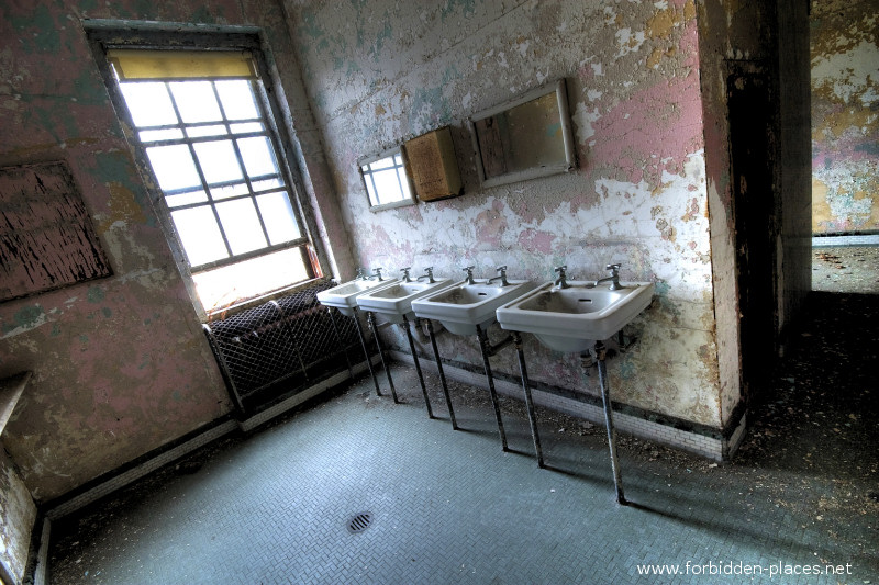 New Jersey State Hospital for the Insane - (c) Forbidden Places - Sylvain Margaine - 5- Washing room.