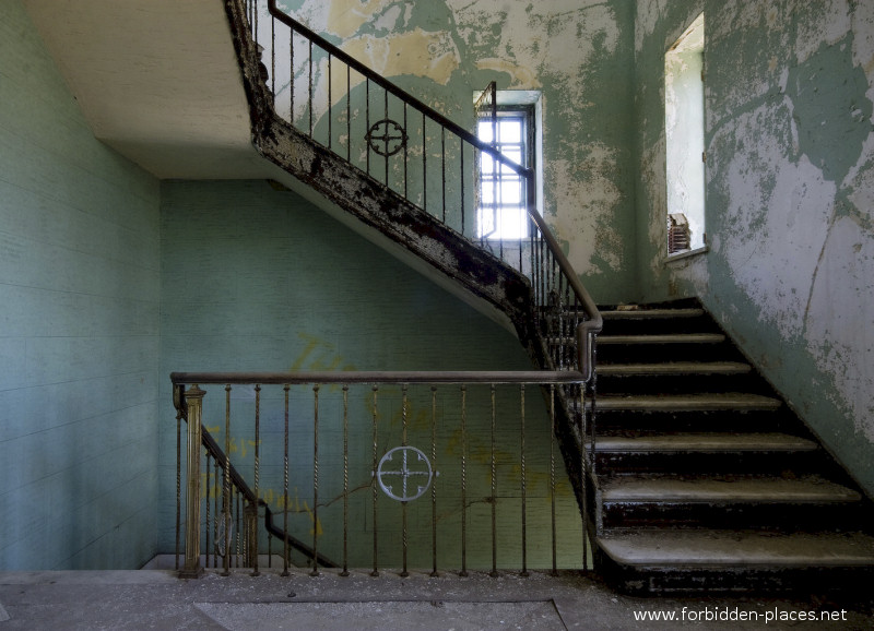 New Jersey State Hospital for the Insane - (c) Forbidden Places - Sylvain Margaine - 9 - Beautiful stairway.