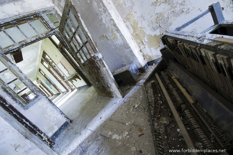 New Jersey State Hospital for the Insane - (c) Forbidden Places - Sylvain Margaine - 12 - Recreation room, part 1.