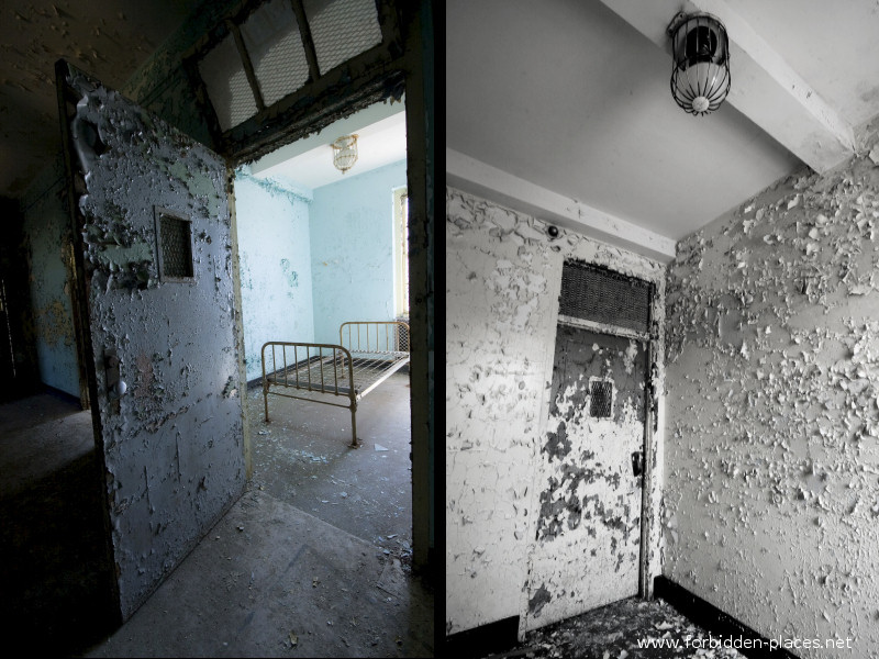 New Jersey State Hospital for the Insane - (c) Forbidden Places - Sylvain Margaine - 19 - Seclusion room: bolted bed, caged lamp.