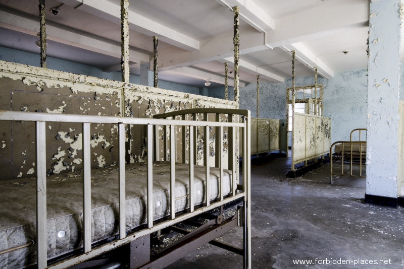 New Jersey State Hospital for the Insane - (c) Forbidden Places - Sylvain Margaine - 21 - Medical bed