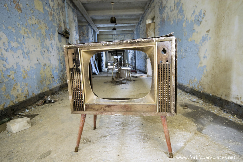 New Jersey State Hospital for the Insane - (c) Forbidden Places - Sylvain Margaine - 30 - The TV.
