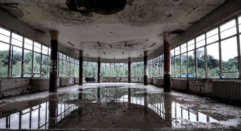 Joseph Lemaire's Sanatorium - (c) Forbidden Places - Sylvain Margaine - 1 - A dayroom and its bright light.