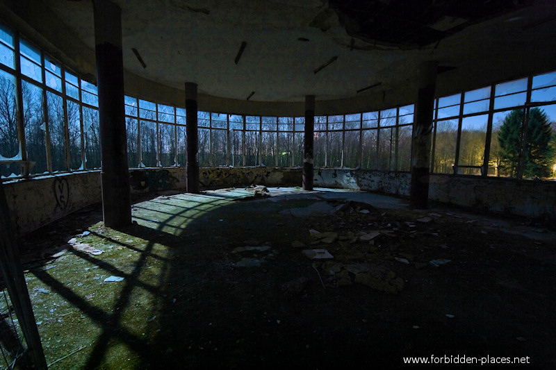 Joseph Lemaire's Sanatorium - (c) Forbidden Places - Sylvain Margaine - 1- Dayroom, at night...