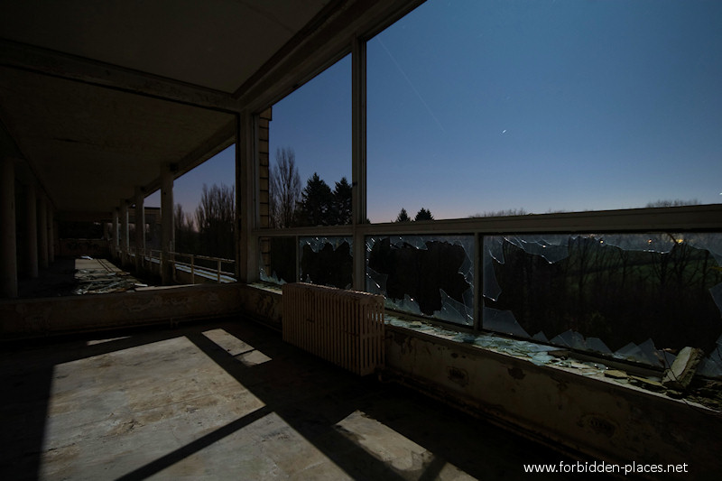 Joseph Lemaire's Sanatorium - (c) Forbidden Places - Sylvain Margaine - 12 - A patio.
