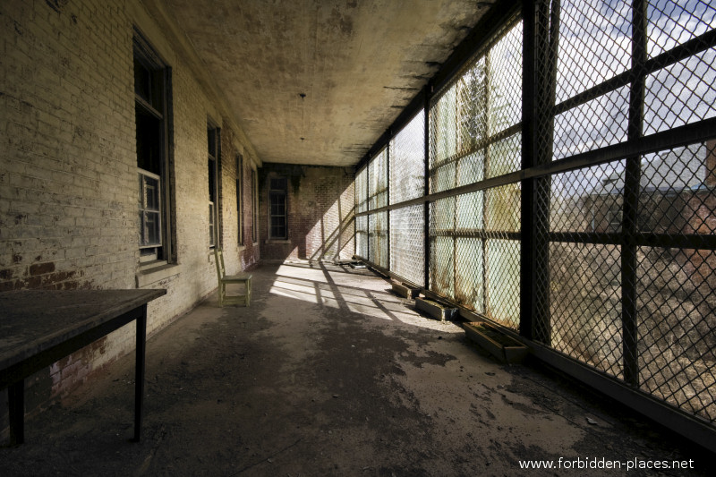 Norwich Insane Asylum - (c) Forbidden Places - Sylvain Margaine - 11 - Terrasse.