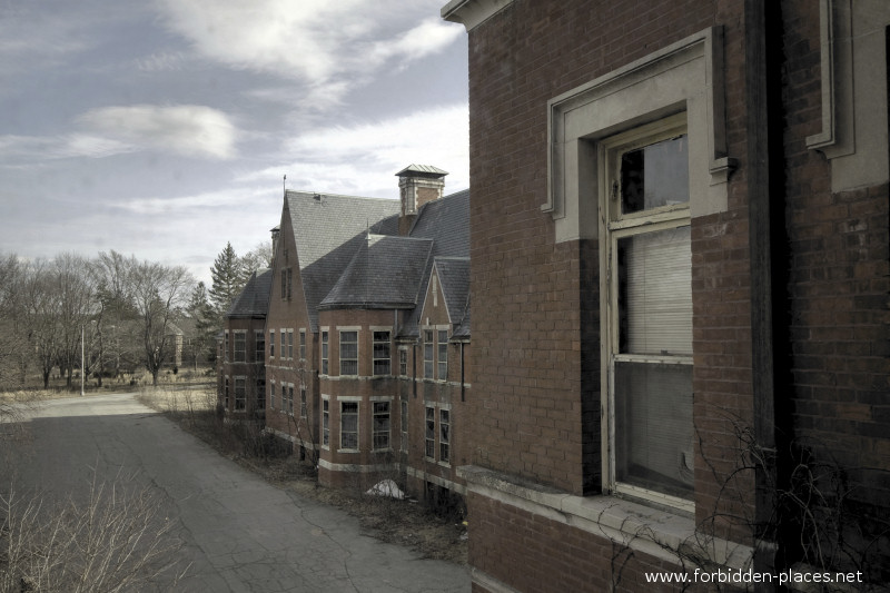 Norwich Insane Asylum - (c) Forbidden Places - Sylvain Margaine - 20- Bye bye Norwich...